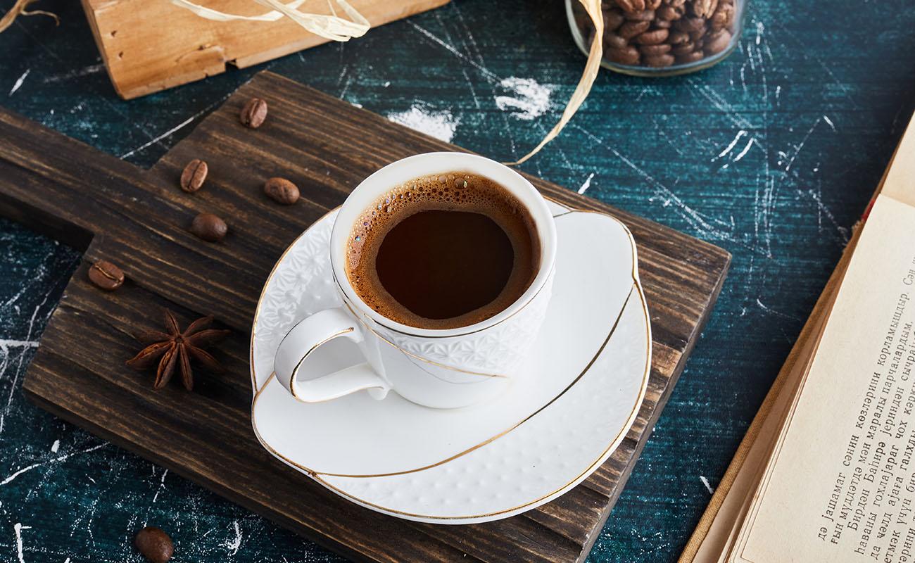 Hindari mengkonsumsi kafein dan alkohol