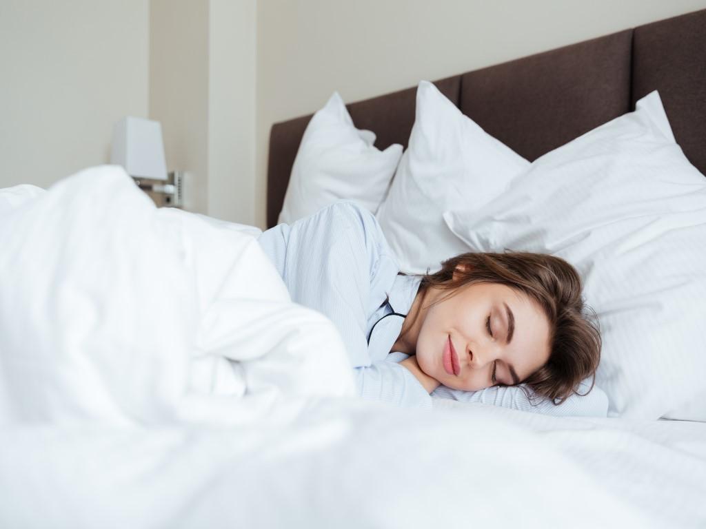 Tidur Lebih Berkualitas Dengan 4 Posisi Tidur Terbaik Ini