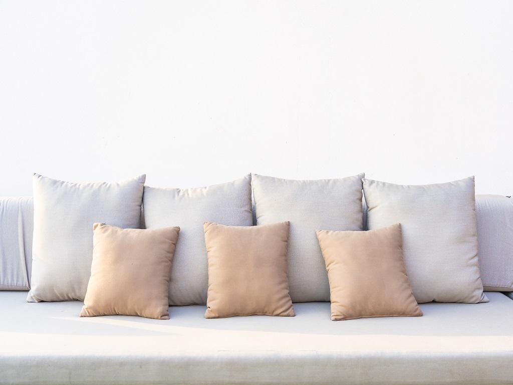 Cara Mudah Memilih Bantal Sofa yang Baik